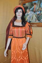Medieval Woman's Clothing (7)